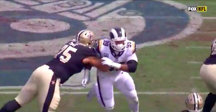 Drew Brees suffers throwing hand injury against Rams