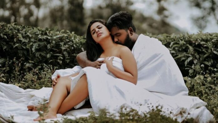 Indian couple intimate photoshoots went viral!